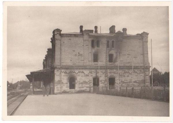 Foto: Põlenud Balti jaama peahoone pärast 1941. aasta sõjasuve.
